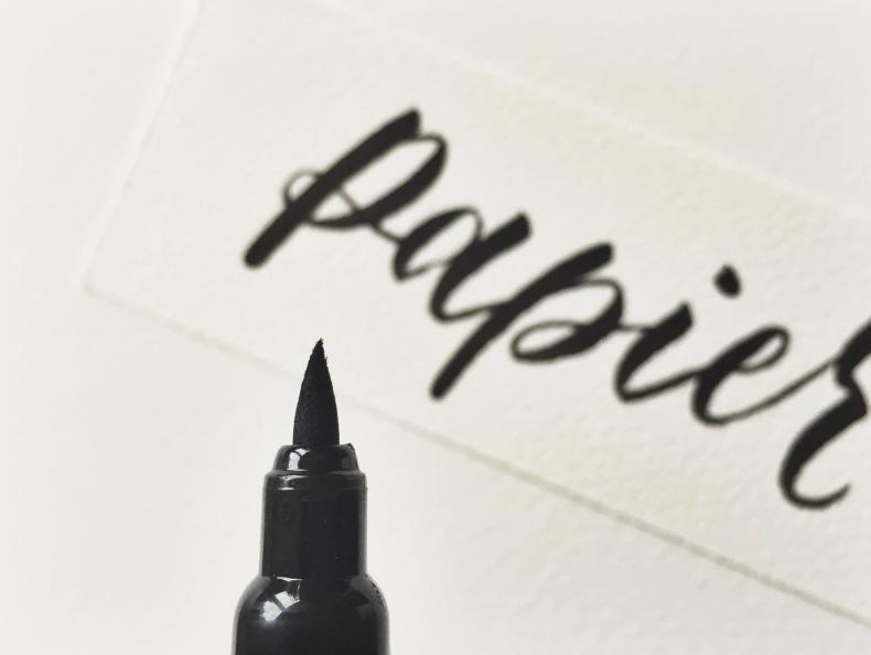 Fehler Brushlettering Brush Lettering Alphabet Font Stifte Pinselstift Sprüche Buch Vorlagen Übungsblätter Kurs Ecoline Papier