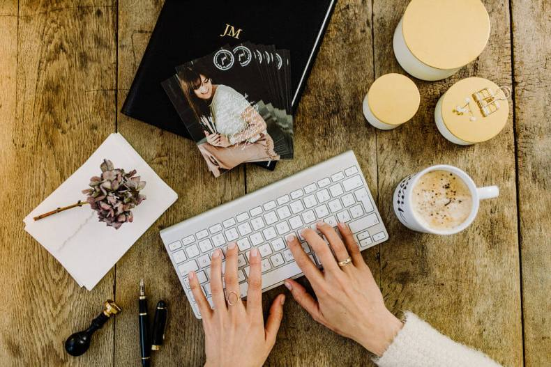 e mail schreiben vorlagen muster künstler selbstständig geschäftlich kostenlos signatur marketing online shop lernen tipps vertrieb adresse hand lettering kalligraphie