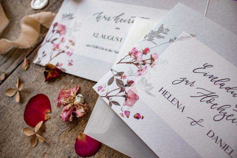 Hochzeitseinladung Einladung Hochzeit heiraten florale Illustration Ranken Blüten Rosen Kalligrafie Kalligraphie natürlich DIY Karten selbst gestalten machen getrocknete Blüten