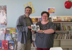 Biblio Cap-aux-meules (don de livre, responsable Mme Suzanne Chevrier)