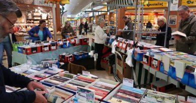 Duizenden boeken op Boekenmarkt in Reigerhof