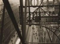 Rue Auber à Paris vers 1928 © Estate Germaine Krull, Museum Folkwang, Essen.