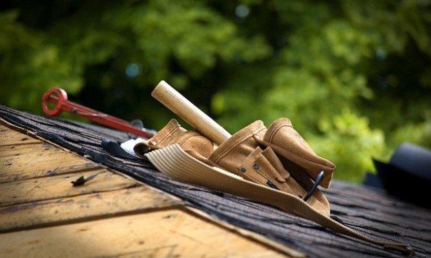 Quelles sont les précautions à prendre lorsqu'on travaille sur un toit?