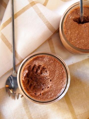 Une mousse au chocolat sans œuf mais avec du jus de pois chiches