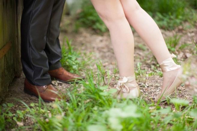 Jedan-frajer-i-bidermajer-prava-vencanja-moderna-mlada-vencanica-maja-i-dusko-intimno-vencanje-shoes-5.jpg