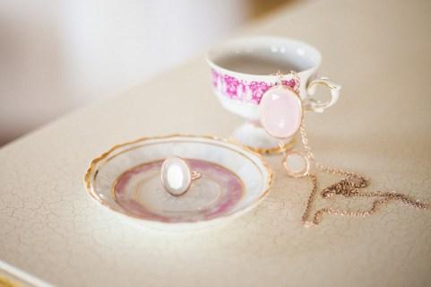 Jedanfrajeribidermajerpripremamladebridepreparationjewelry