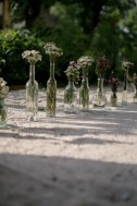 Jedanfrajeribidermajer_wedding_flower_path