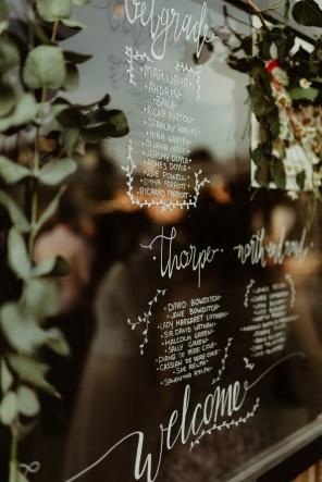 Jedan_frajer_i_bidermajer_serbian_belgrade_outdoor_wedding_wedding_planning_decor_seating_chart (2)