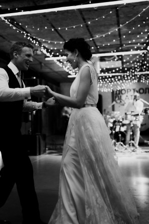 Jedan_frajer_i_bidermajer_serbian_belgrade_wedding_wedding_planning_modern_bride_groom_first_dance