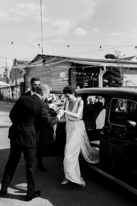 Jedan_frajer_i_bidermajer_serbian_belgrade_wedding_wedding_planning_modern_bride_groom_old_timer (2)