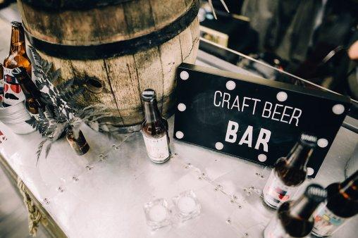 Jedan_frajer_i_bidermajer_serbian_belgrade_wedding_wedding_planning_bride_decoration_craft_beer_bar
