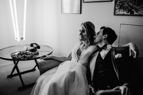 Jedan_frajer_i_bidermajer_serbian_belgrade_wedding_wedding_planning_bride_groom_black_and_white