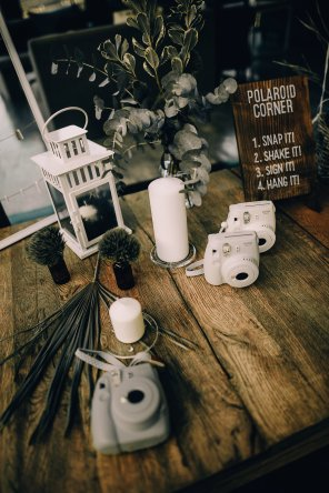 Jedan_frajer_i_bidermajer_serbian_belgrade_wedding_wedding_planning_decoation_polaroid_corner_2