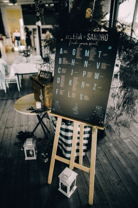 Jedan_frajer_i_bidermajer_serbian_belgrade_wedding_wedding_planning_decoration_find_your_seat