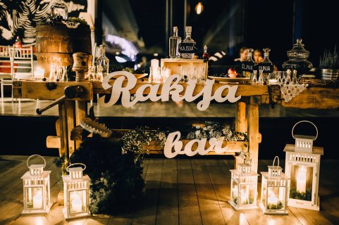 Jedan_frajer_i_bidermajer_serbian_belgrade_wedding_wedding_planning_decoration_rakija_bar_details_7