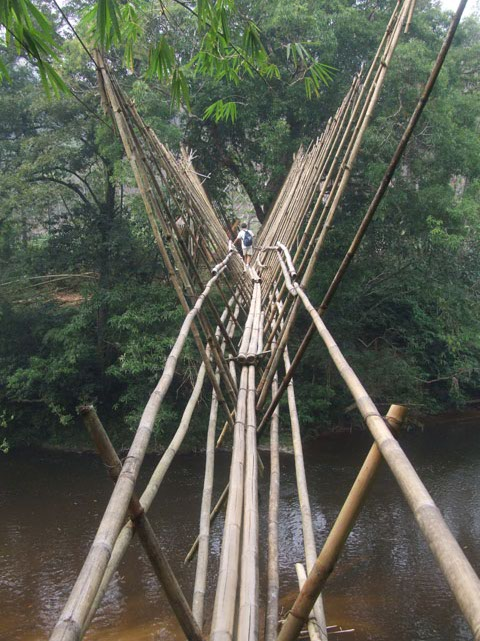 The entire construction hangs by bamboo hooks from the two steel cables spanning the river.
