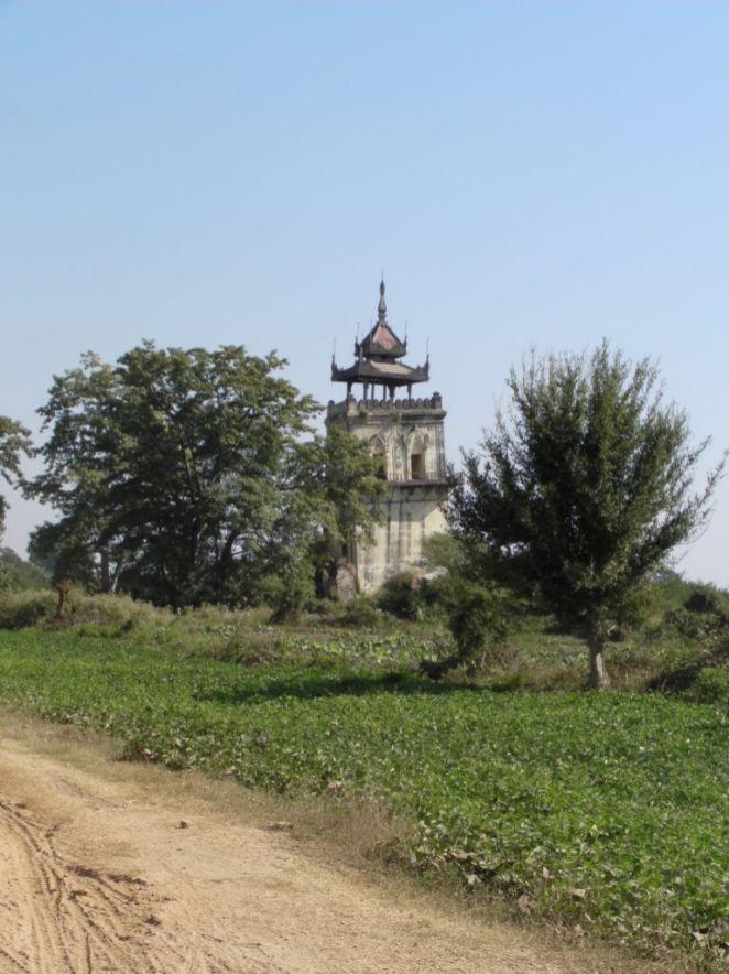 Krzywa wieża w Inwe