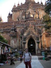Fota pod największą świątynią w okolicy