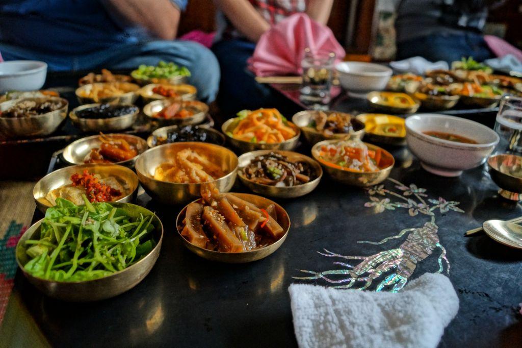 Kaesong - potrawy w małych miseczkach