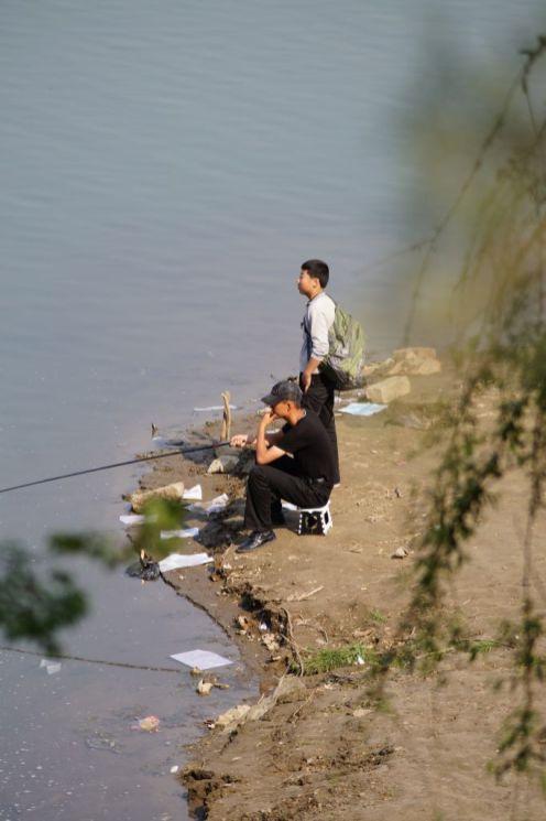 Pjongjang - rybacy w parku Moranbong