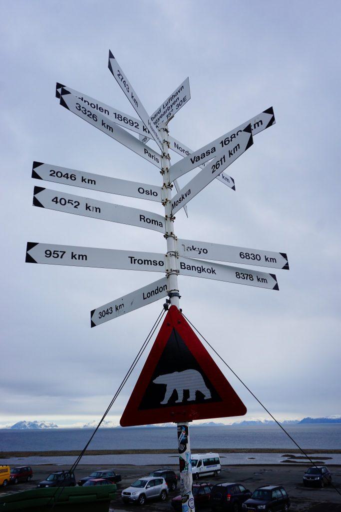 Lotnisko w Longyearbyen - kierunkowskaz