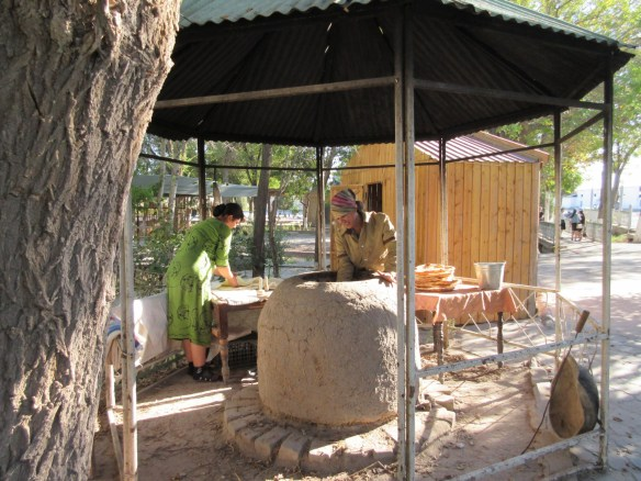 Jedzenie w Azji Centralnej - wyrób lepioszki