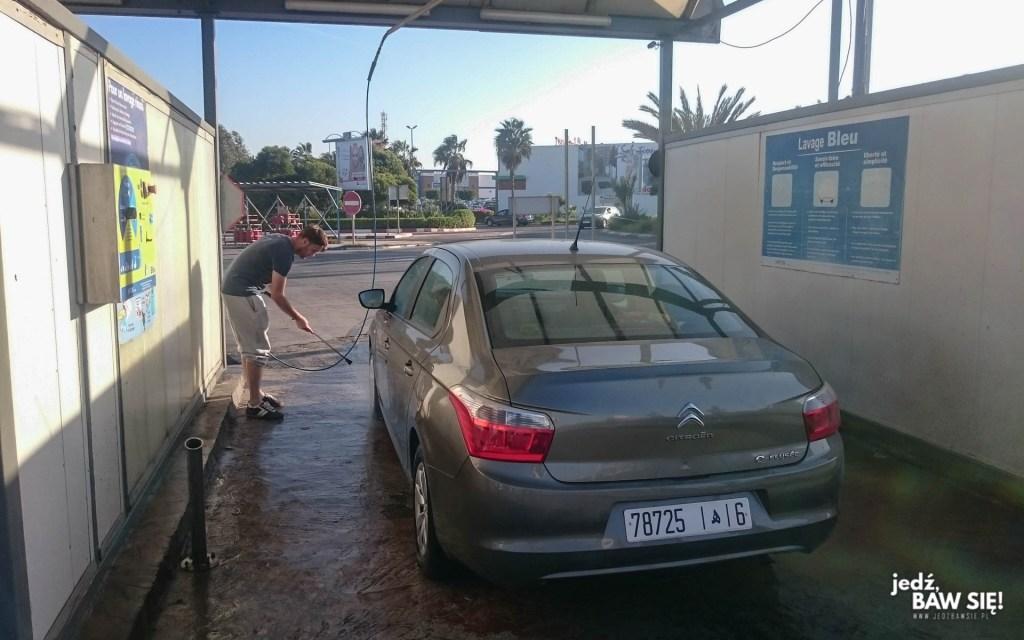 Maroko - mycie samochodu