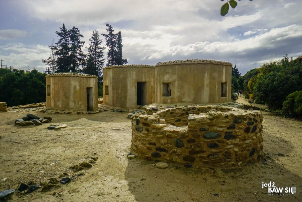 Choirokoitia - odbudowane budynki