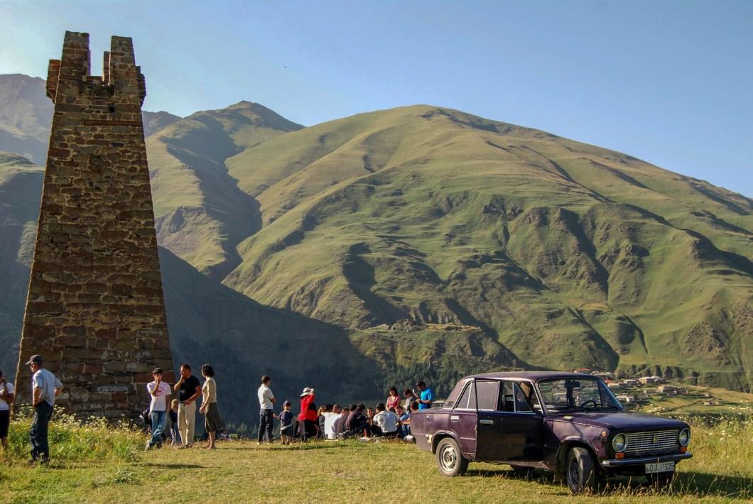 Gruzja - wieża na drodze