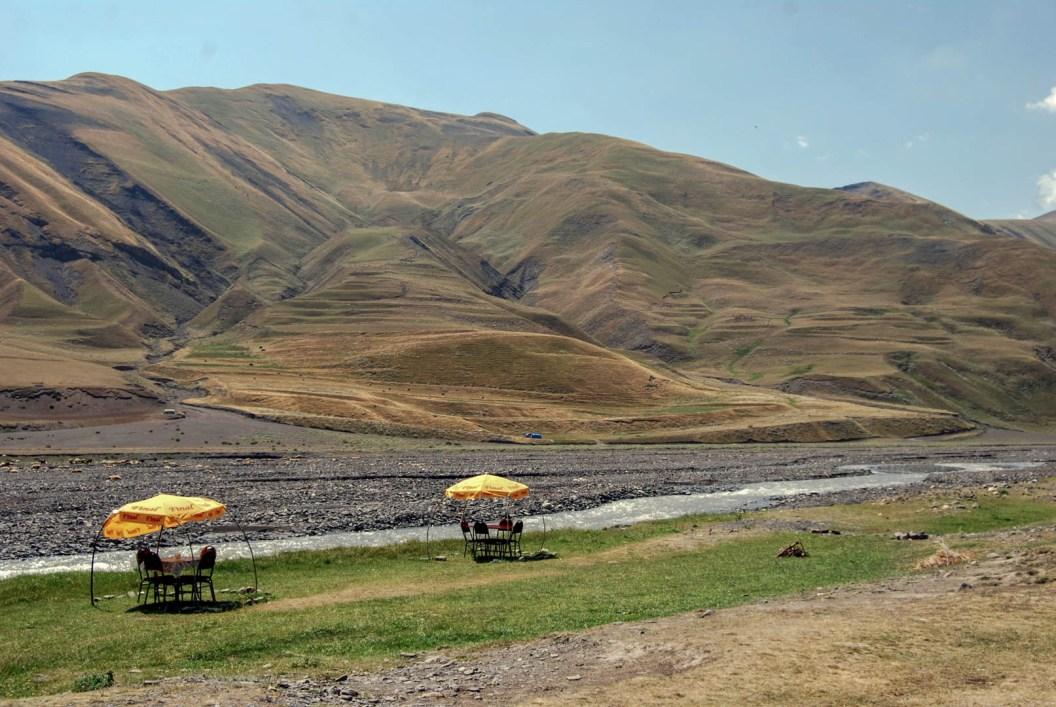 Azerbejdżan - przydrożna herbaciarnia (5)