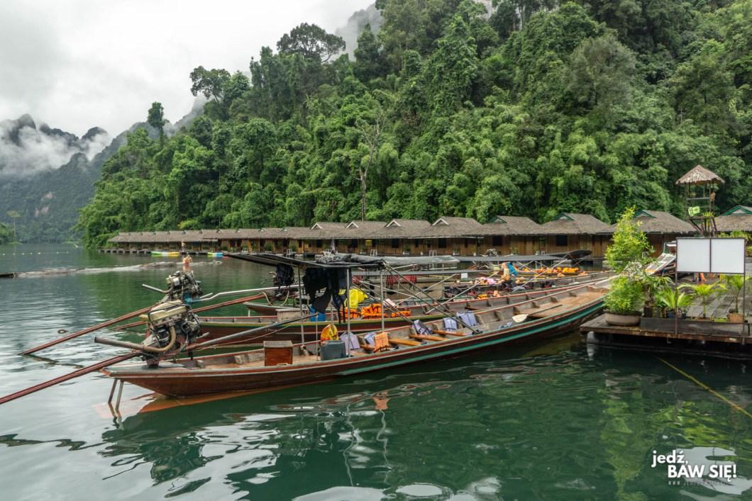Nocleg na jeziorze Chiaw Lan
