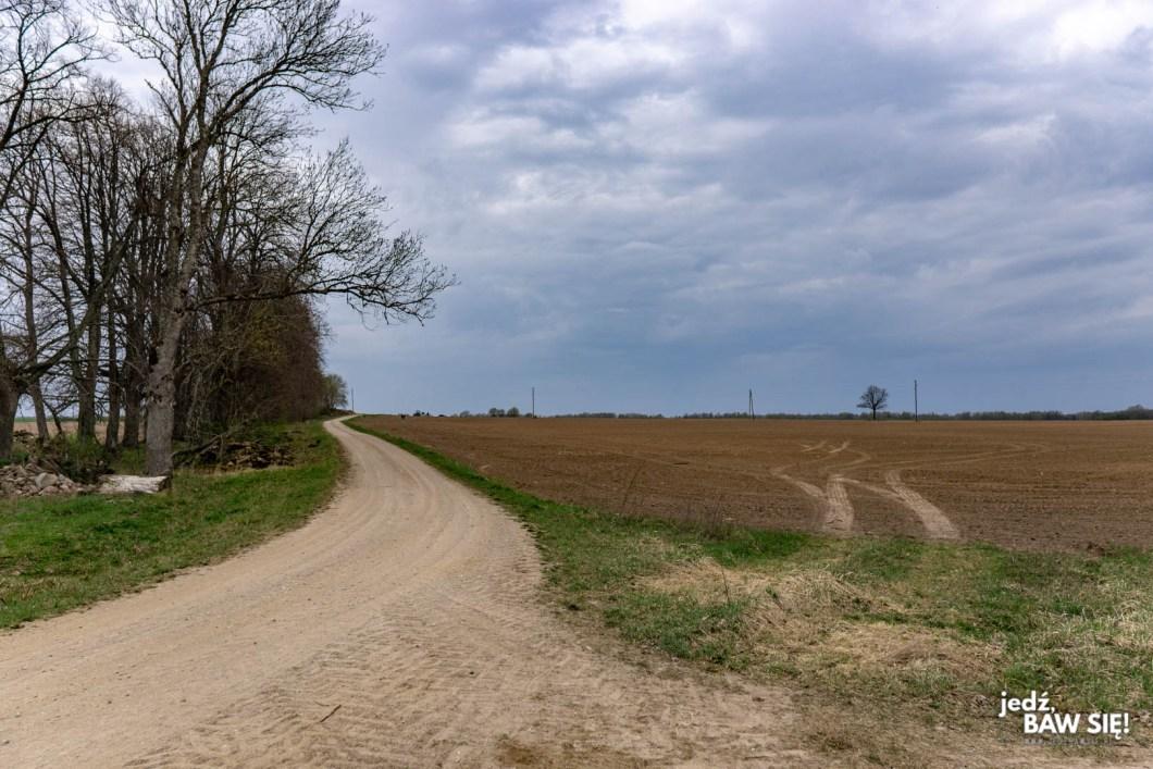 Lokalna droga na Łotwie