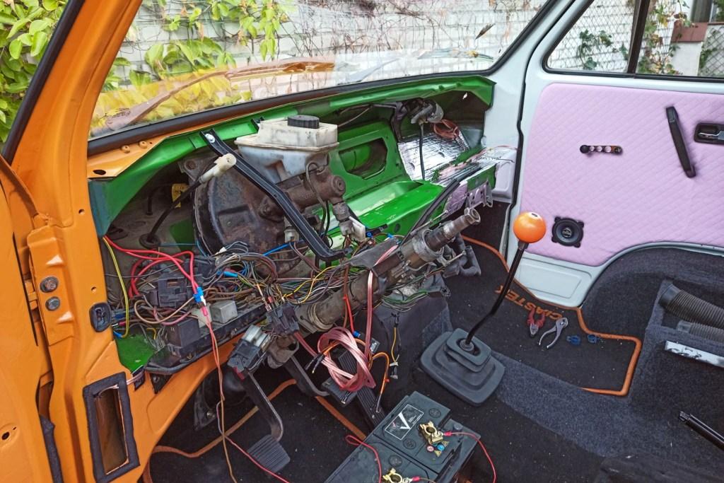 Remont VW T3 - porządkowanie przewodów