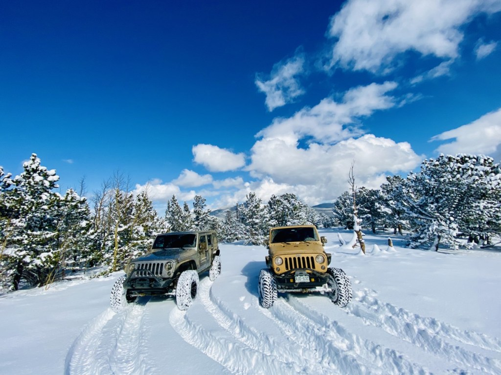 JeepToursColorado_NativeJeeps_Snow_Wheeling