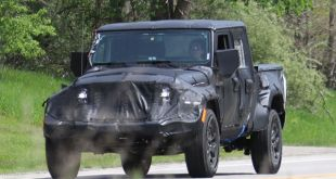 2018 Jeep Wrangler Pickup front