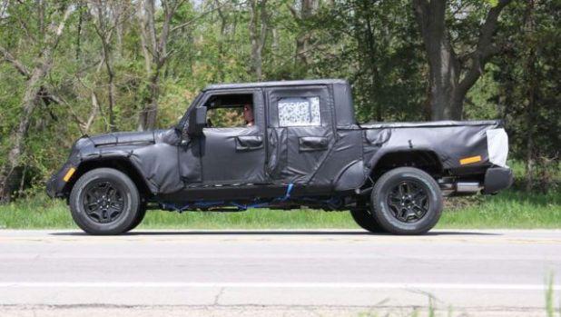 2018 Jeep Wrangler Pickup side