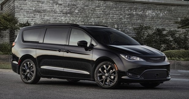 2019 Chrysler Pacifica front