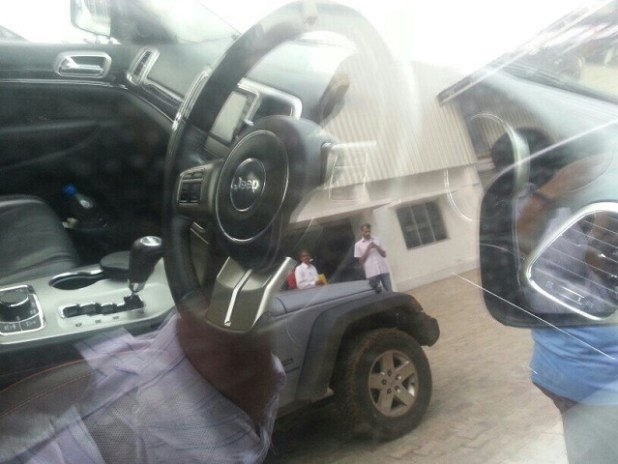 2020 Jeep Grand Cherokee interior view