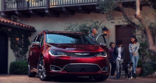 2019 Chrysler Town and Country front