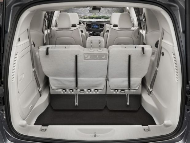 2020 Chrysler Pacifica trunk