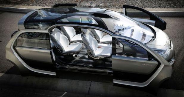 2020 Chrysler Portal side