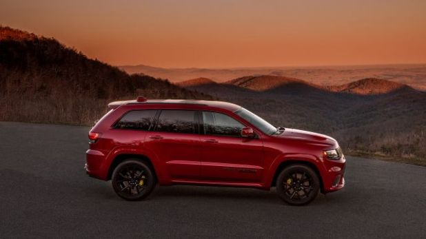 2020 Jeep Grand Cherokee Trackhawk side