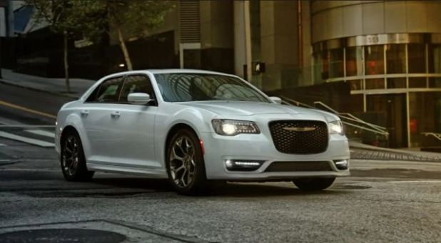 2020 Chrysler 300 front