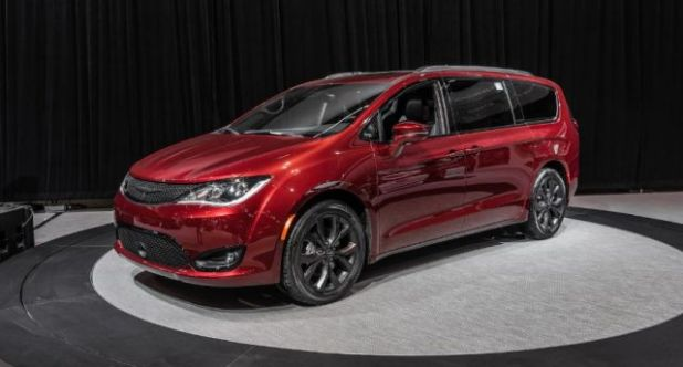 2020 Chrysler Pacifica front