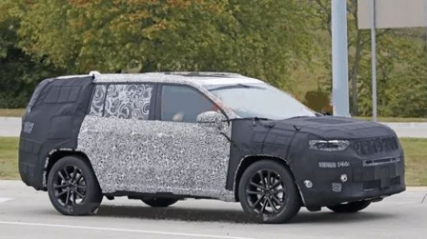2020 Jeep Yuntu side