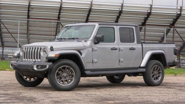 2020 Jeep Gladiator Overland side