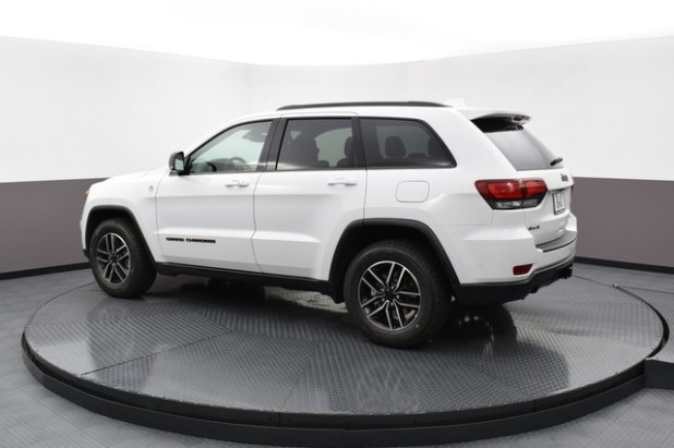 2020 Jeep Grand Cherokee Trailhawk side look