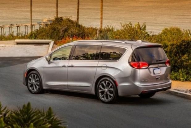 2021 Chrysler Pacifica rear look