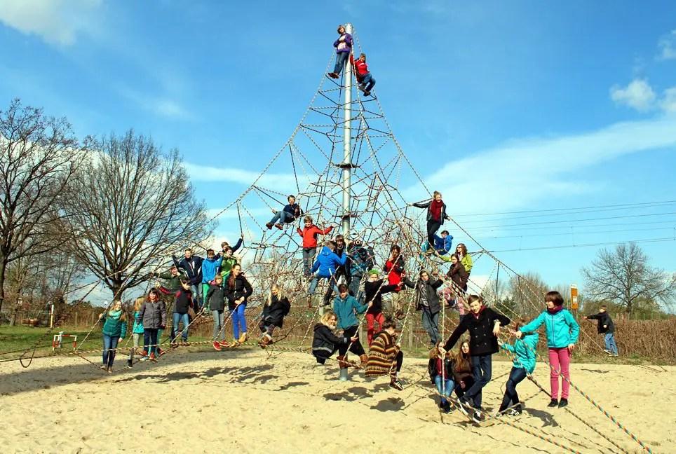 Klettergerüst Russisch : Neue kletterspinne auf dem schulhof jeetzeschule