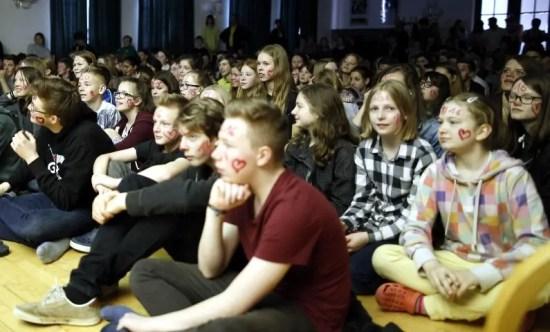 Mehr als 200 Zuschauer waren in der Aula der Jeetzeschule dabei.
